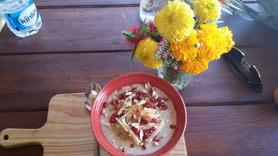 The Juicery Cafe: Apple porridge with pomegranate