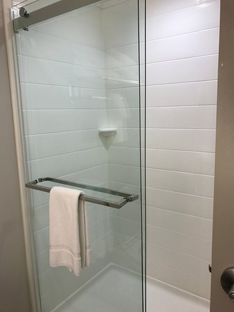 Holiday Inn Express Gatlinburg Downtown: Shower