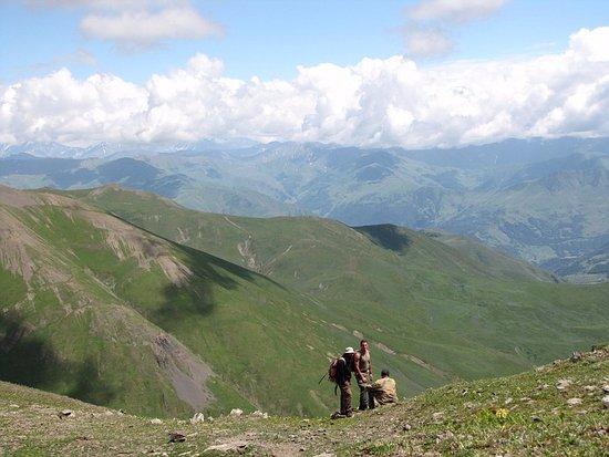 Private Tours GDG: Withe shepherd in Khevrureti mountains