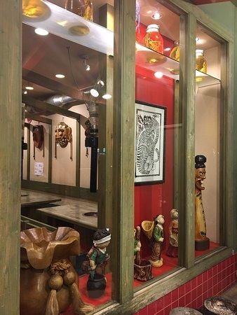 Sumibiyakiniku Nobiani: 明石の老舗焼肉店です。深夜3時まで営業してます。炭火の本格焼肉と韓国料理、サイドメニュー、ドリンク類も充実してます。