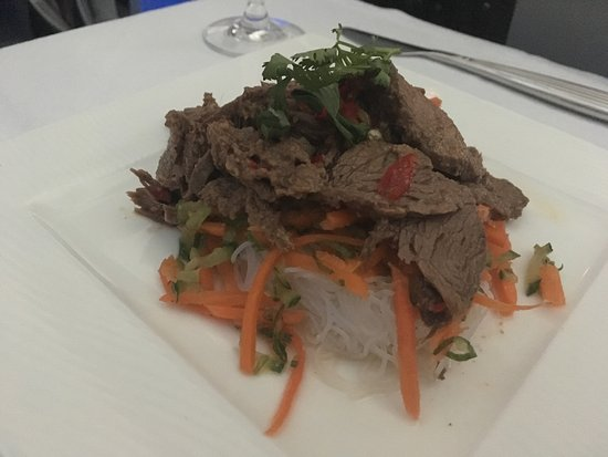 Qatar Airways: Thai beef noodle salad