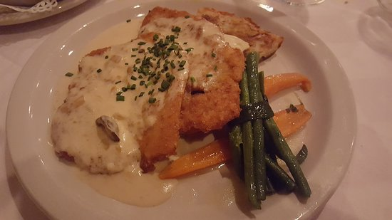 Cheshire, CT: Jagerschnitzel chicken