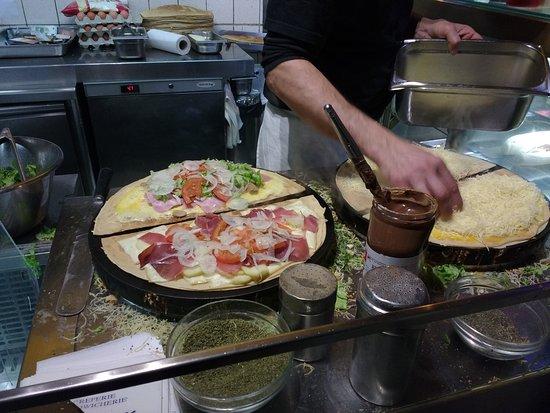 Au P'tit Grec: Cocinando las crepes