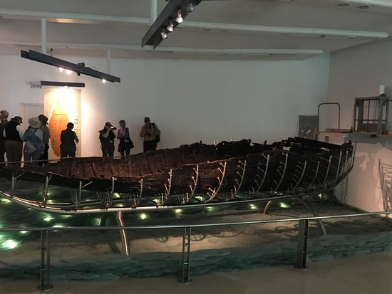 Ginosar, อิสราเอล: Picture of 2,000 year old fishing boat from 1st century
