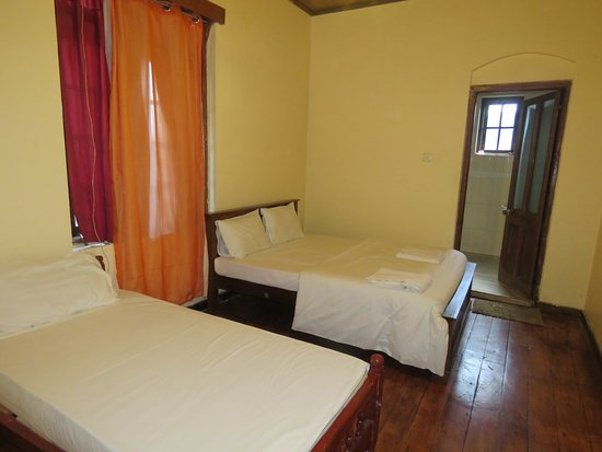 Nuwara Eliya Hostel By Backpack Lanka: Room with 3 beds (we used only 2)