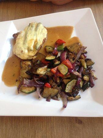 Theatro: Steak s chřestem a zeleninou