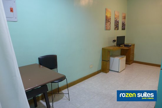 Rozen Suites Malakas: Dining table and mini-frdige; HDTV and Skycable HD