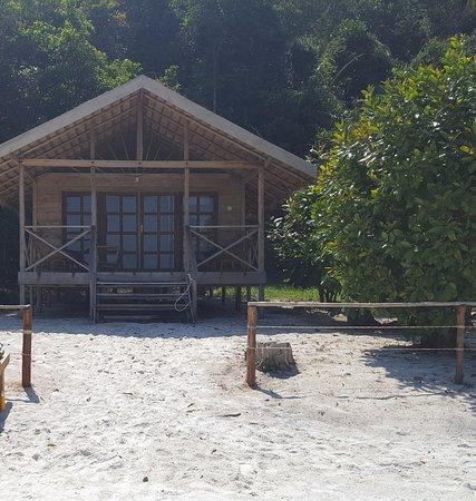 Saracen Bay Resort: Vue sur le joli bungalow