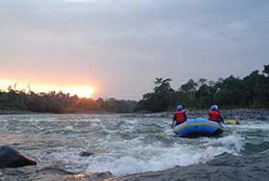 Hotel Atos: Turismo local, práctica del Rafting