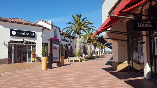 Outlets at San Clemente: Wide open areas