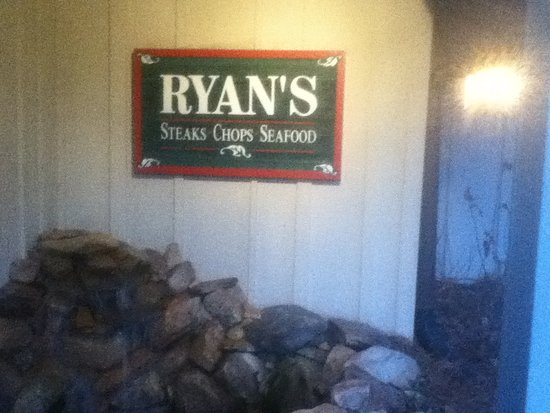 Ryan's Steak Chops & Seafood: Restaurant Front