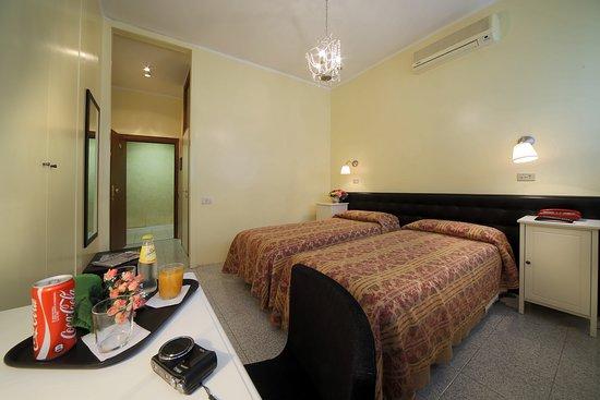 Cristallo Hotel Brescia: camera twin