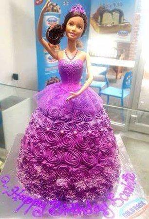 Chermside, Australien: Disney princess themed ice cream cake