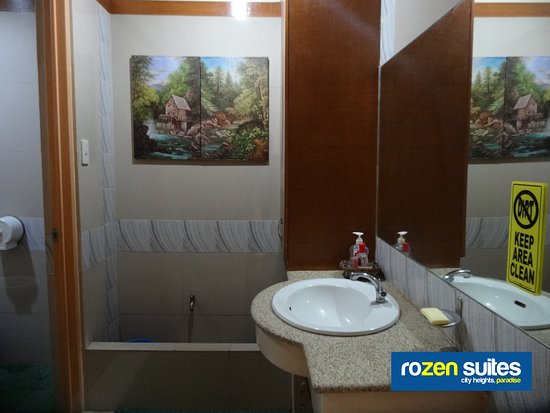 Rozen Suites Paradise: Bathroom of Queen Bedroom with External bathroom