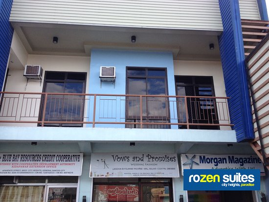 Rozen Suites Paradise: Fire exit hallway and bedrooms above on-site shops
