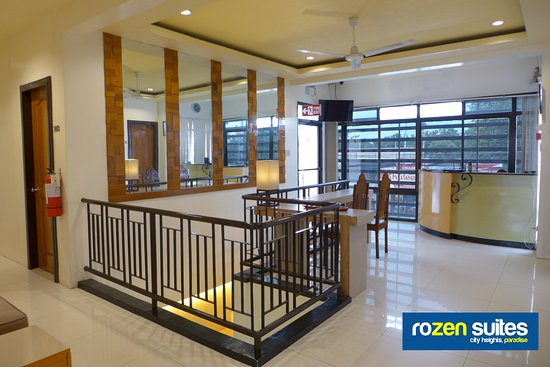 Rozen Suites Paradise: Second floor Landing and Lobby