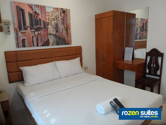 Bed Met Rozen.Queen Size Single Bed Guest Room With Large Balcony Window Picture
