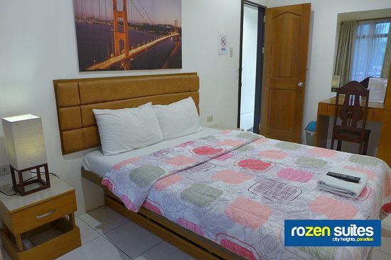 Rozen Suites Paradise: Queen-size Single Bed Guest Room with External Bathroom