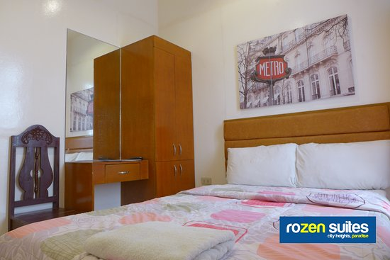 Rozen Suites Paradise: Double-size Single Bed Guest Room with balcony-window