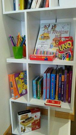 Hotel Mezzaluna: Giochi in scatola, libri da colorare e da leggere per i nostri piccoli ospiti.