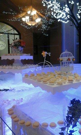 Hotel Atos: Decoración con dulces típicos de la zona.