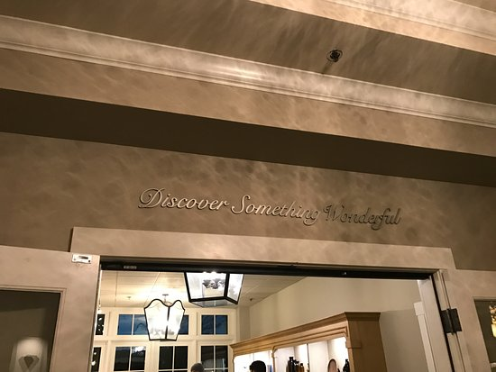 The Lodge at Sonoma Renaissance Resort & Spa: Tasting room/ Lobby