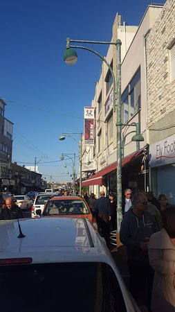 A. Raze: מבט על הרחוב של המסעדה (קצת קשה למצוא אותה) אלעד עדן