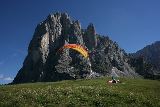 Paragliding Tandem Gardenafly: Tandemflying in the hearth of Dolomites