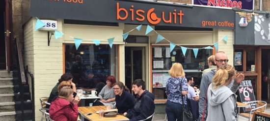 Biscuit Cafe: Lots of seating inside and out!