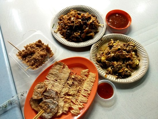 Gurney Drive: local favorites including Char Koay Teow, Oyster Omelette, Sotong Bakar and Muar Chee