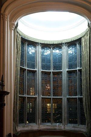 Rushton Hall Hotel and Spa: Main Hall Oriel Window (Oldest windoe in England?)