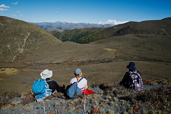 Kangding County, Chiny: Hiking on the Tibetan Grassland with Concious Journeys