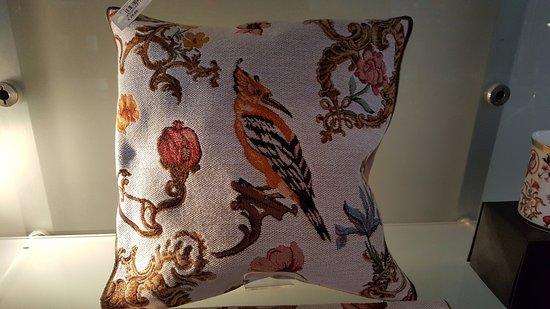 Schloss Johannisburg mit Schlossanlagen: The beautiful pillow with art work.
