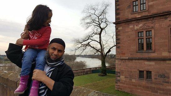 Schloss Johannisburg mit Schlossanlagen: My son Tauseef and grand-daughter Haman enjoying the visit.