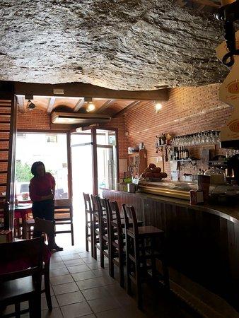 Bar-Restaurante La Escueva: The interior of the restaurant