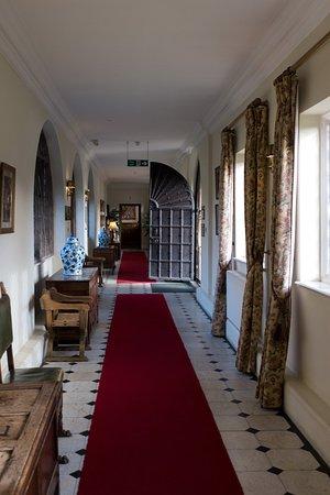 Rushton Hall Hotel and Spa: Entrnace Hall