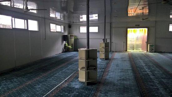 Ningbo Mosque: Left view inside masjid