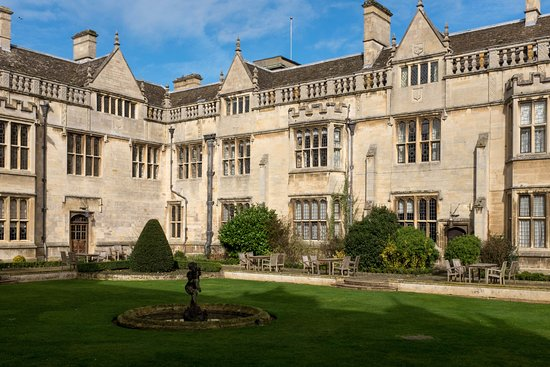 Rushton Hall Hotel and Spa: Courtyard