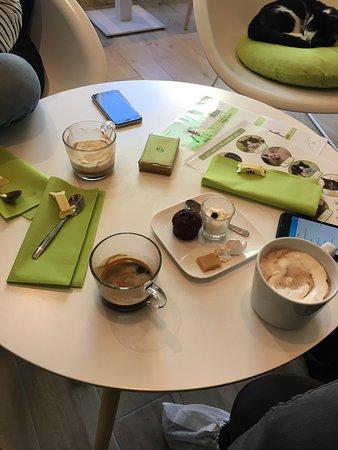 Ronron Cafe Photo