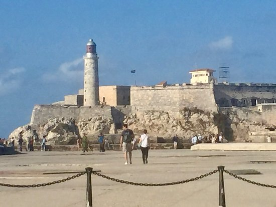 Nosotros Cubaneamos: one of the many fortresses protecting Havana's harbour