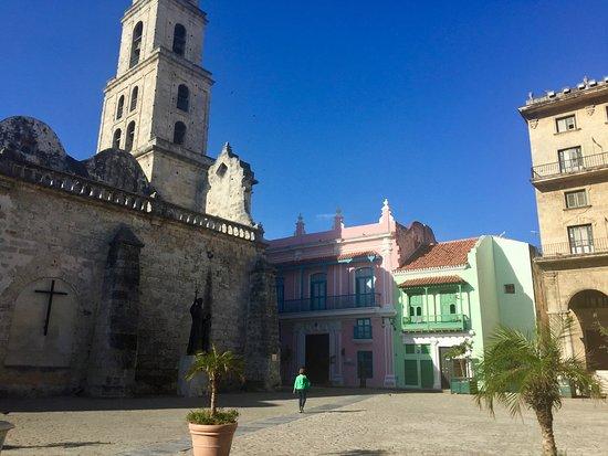 Nosotros Cubaneamos: Old Town Havana best navigated on foot