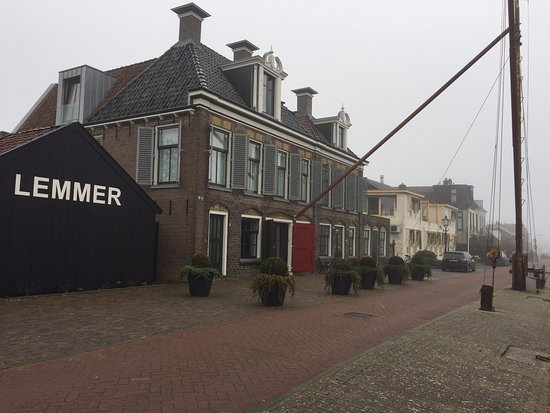 Lemmer, Pays-Bas : The corner room on the 1st floor facing is nice
