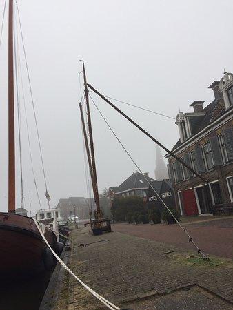 Lemmer, Pays-Bas : Misty morning
