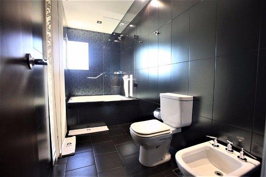 don boutique hotel bao suite con jacuzzi para suites bathroom with