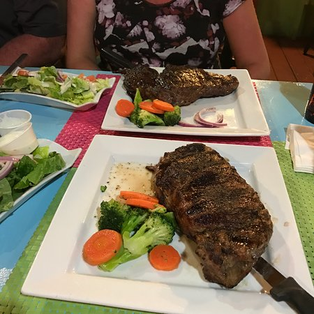 Cupecoy Bay, St-Martin / St Maarten : January 2017 - Ribeye special - Yummo!! Great little place with good food and friendly service