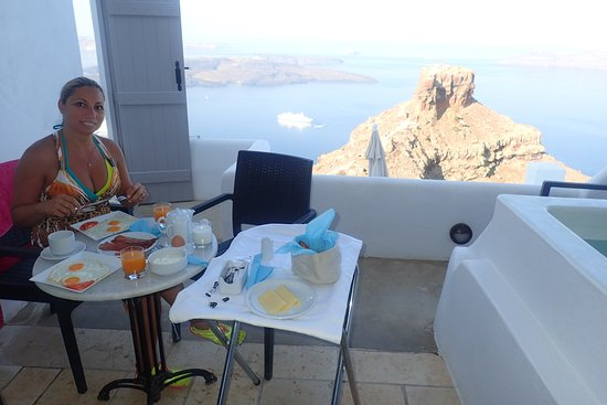 Tholos Resort: Breakfast in our suite