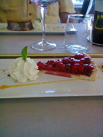 Ille-sur-Tet, Frankrike: dessert menu du jour : tarte aux framboises accompagnée de crème chantilly maison