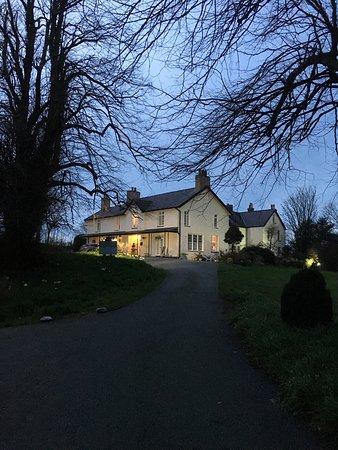 Bontnewydd, UK: Plas Dinas at dusk