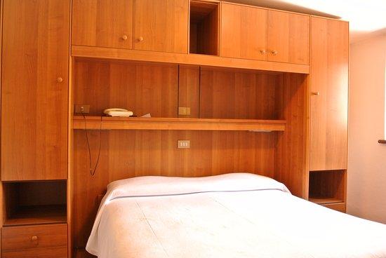 Singola Con Letto Matrimoniale.Camera Singola Con Letto Matrimoniale Foto Di Hotel Stella Alpina
