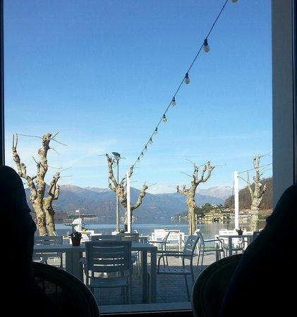 Gozzano, Italia: Vista sul Lago dOrta dall'interno del locale.